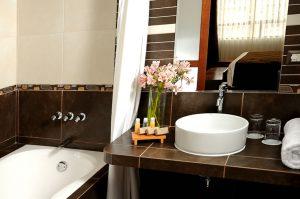 cuso-hotel-bath